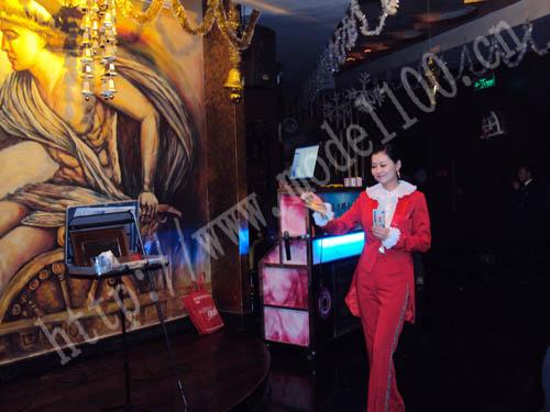 魔术美女魔术表演美女美女魔术师